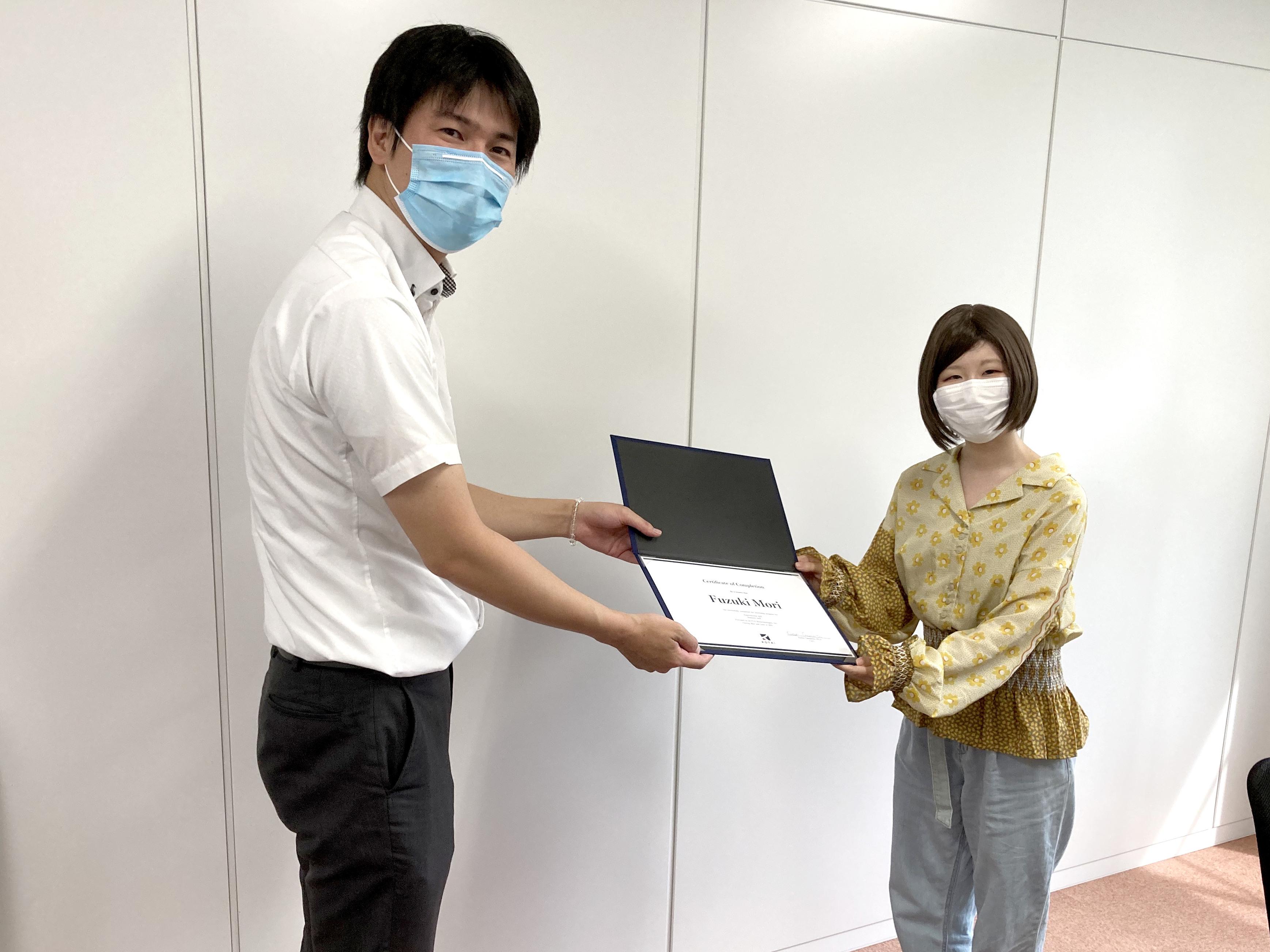 修了証書授与の写真